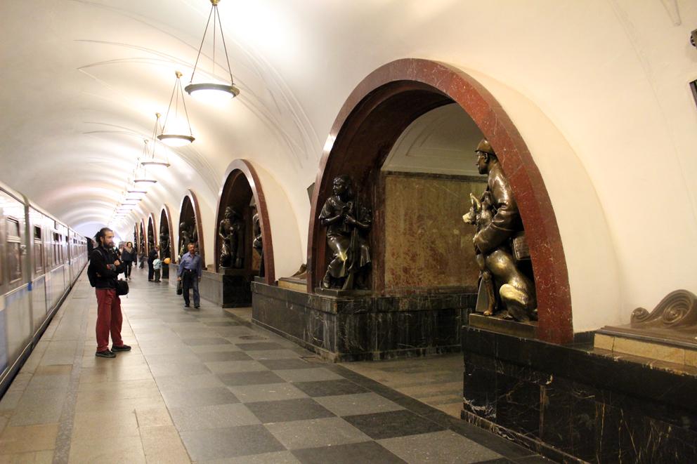 Prolshchad Revolyotsi Station