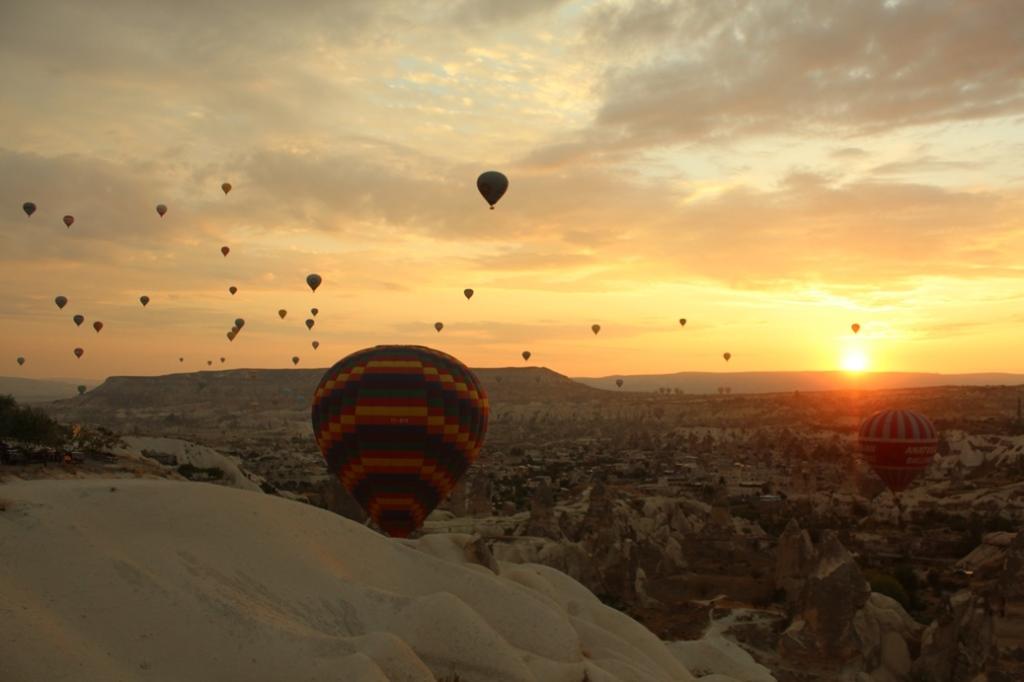 Balonlar ve Gündoğumu