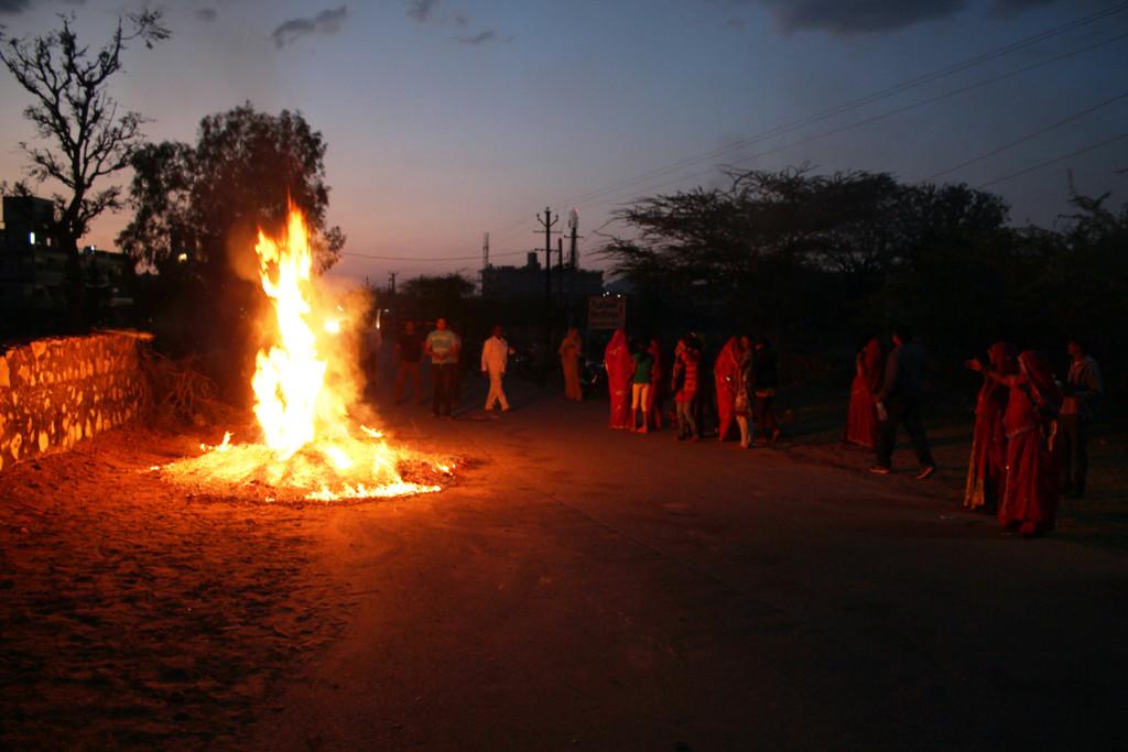 Holika ateşi