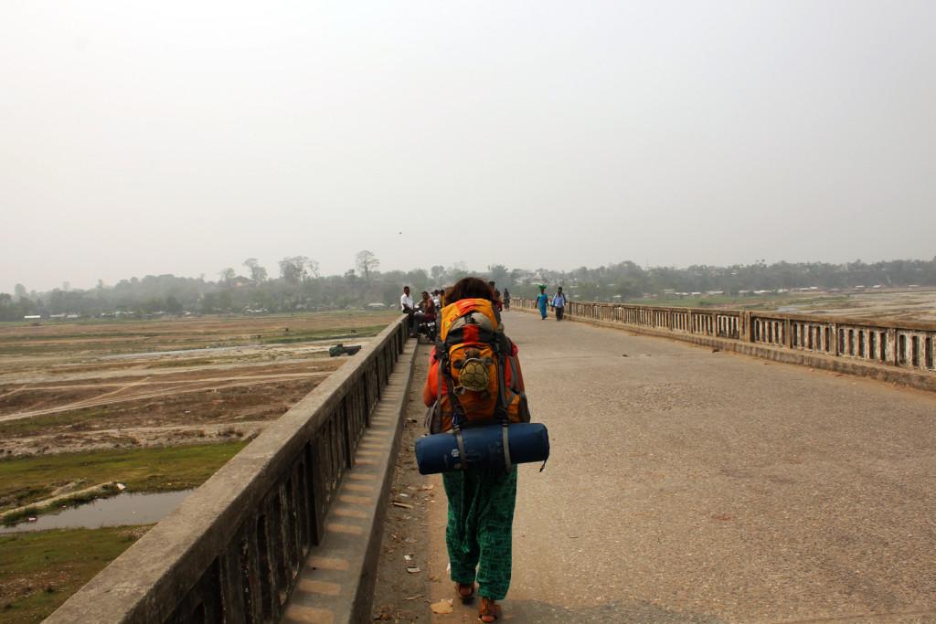 Hindistan ve Nepal'i birbirine bağlayan köprü