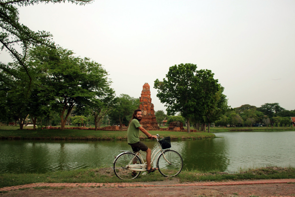 Göl kenarında bisiklet turu