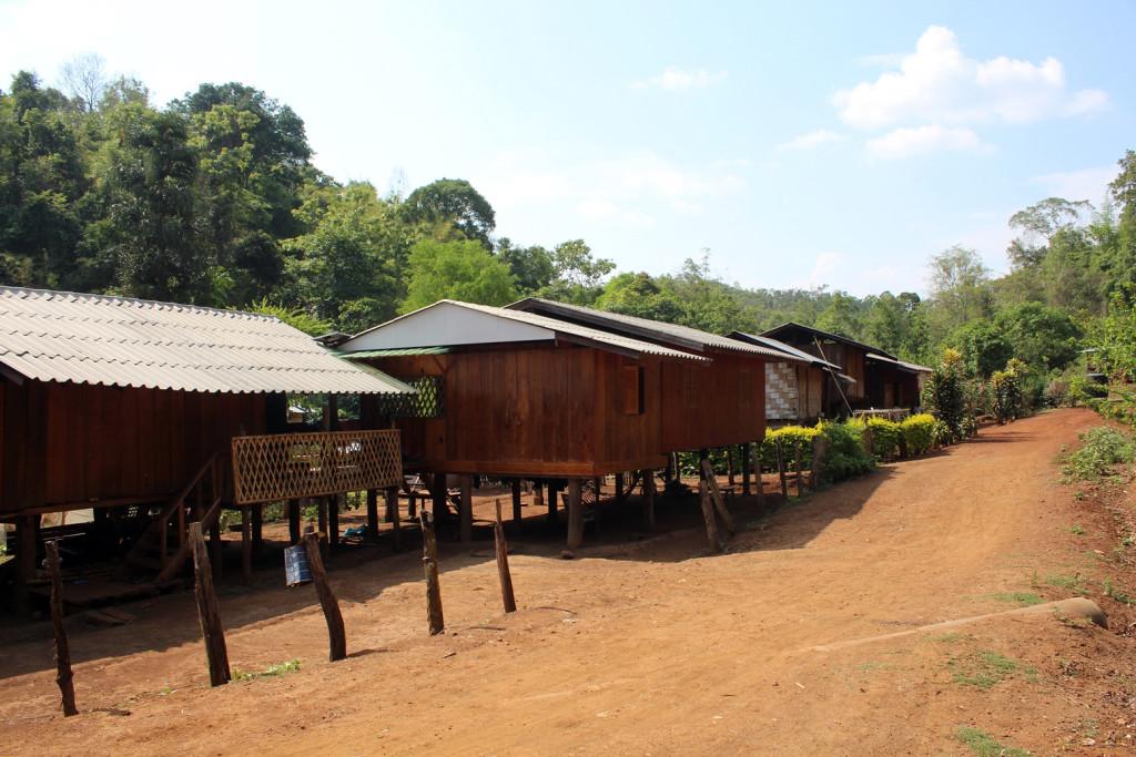Bir Karen köyü: Mae U Mong